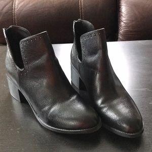 Steve Madden black leather booties Sz 8.5 M